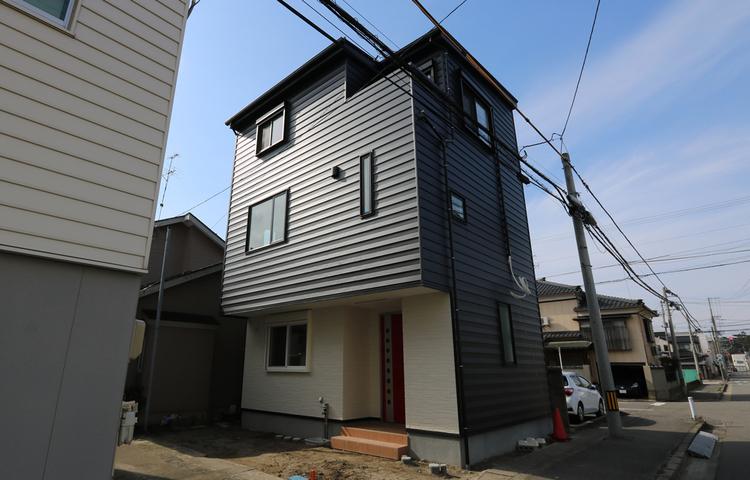 三階建てのゼロ・エネルギー住宅