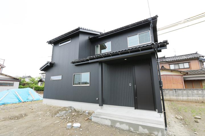黒と白の家
