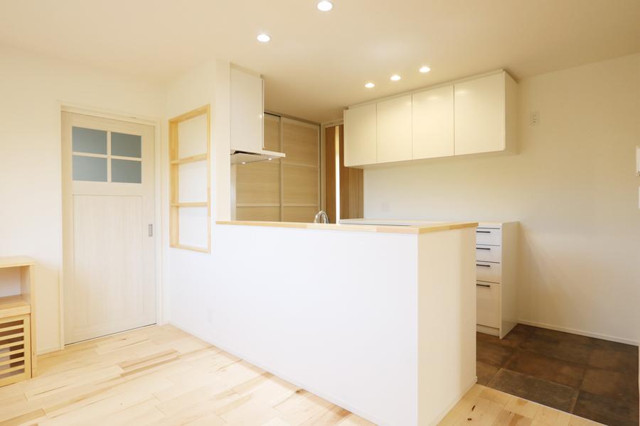 新潟市で新築の木の家の注文住宅のダイニングキッチン