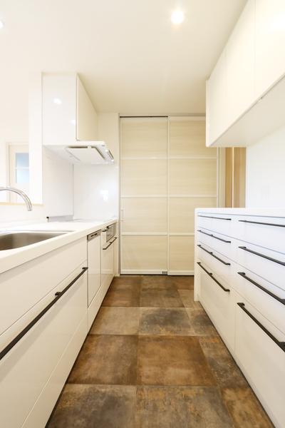 新潟市で新築の木の家の注文住宅のおしゃれキッチン