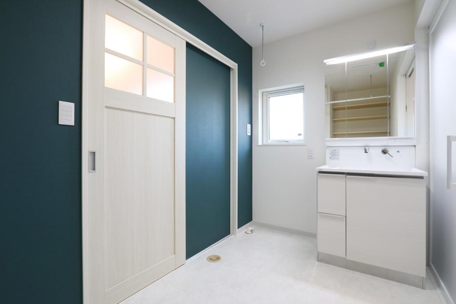 新潟市で新築の木の家の注文住宅の洗面脱衣室