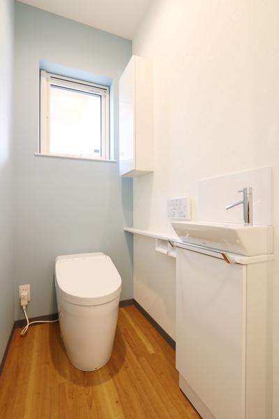 新潟市で新築の木の家の注文住宅のトイレ