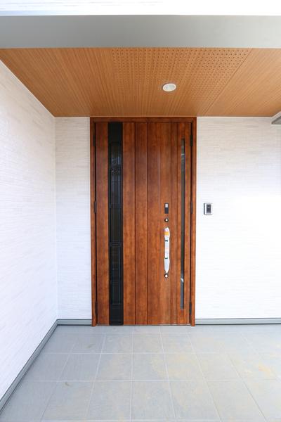 新潟市で新築の木の家の注文住宅の玄関