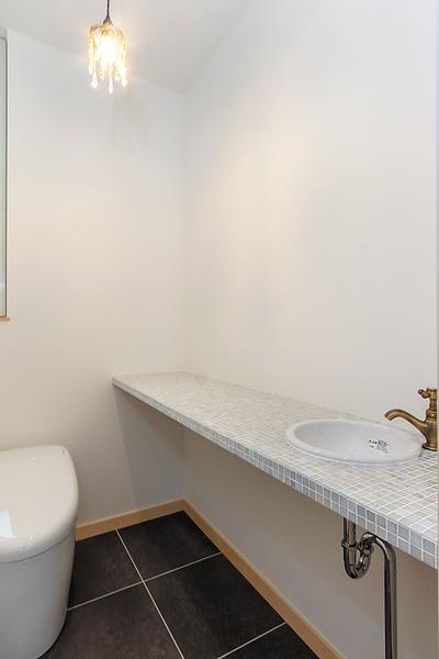 長岡市で新築のウッドデッキがある平屋住宅のトイレ