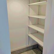 玄関には下駄箱の他に多目的に使えるSCを確保。
