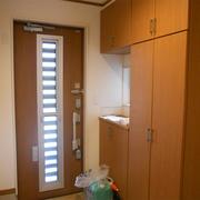 玄関は明るくなり、収納量も増えました