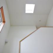 階段室にトップライトを設け玄関を明るく