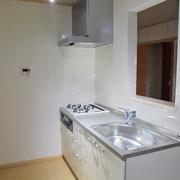 キッチンを1階、2階に分けて配置