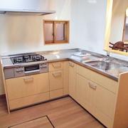 キッチンはL型対面キッチンとなり明るく、孤立感は解決
