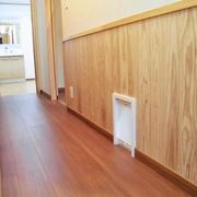 廊下にねこちゃんの出入口を設置