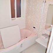 浴室はタイル風呂のヒンヤリ感が無くなり、あたたかくリラックスできる空間に。