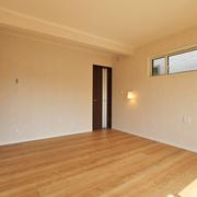 【BEFORE】洋室【AFTER】押し入れだった部分はWICに模様替えした寝室