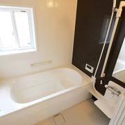 【BEFORE】ステンレスの浴室 【AFTER】ユニットバスに入れ替え
