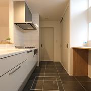 【AFTER】タイル張りのキッチン床