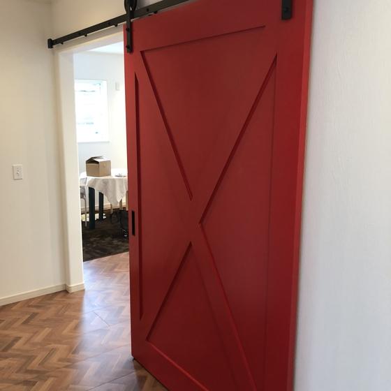 真っ赤な扉