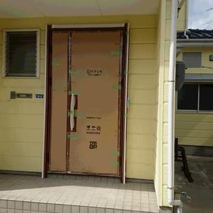 時短のカバー工法で、古い玄関ドアを新しいドアにリフォーム!間もなく竣工の山木戸N様邸